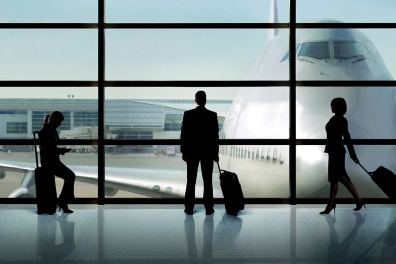 Le 10 cose più fastidiose (e fuori luogo) che si fanno in aereo e aeroporto