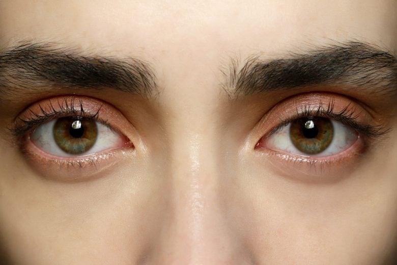 Glossy lids: il trucco occhi con palpebre glossate per un make up da passerella