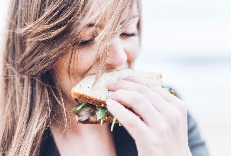 Perché quando siamo arrabbiati mangiamo di più