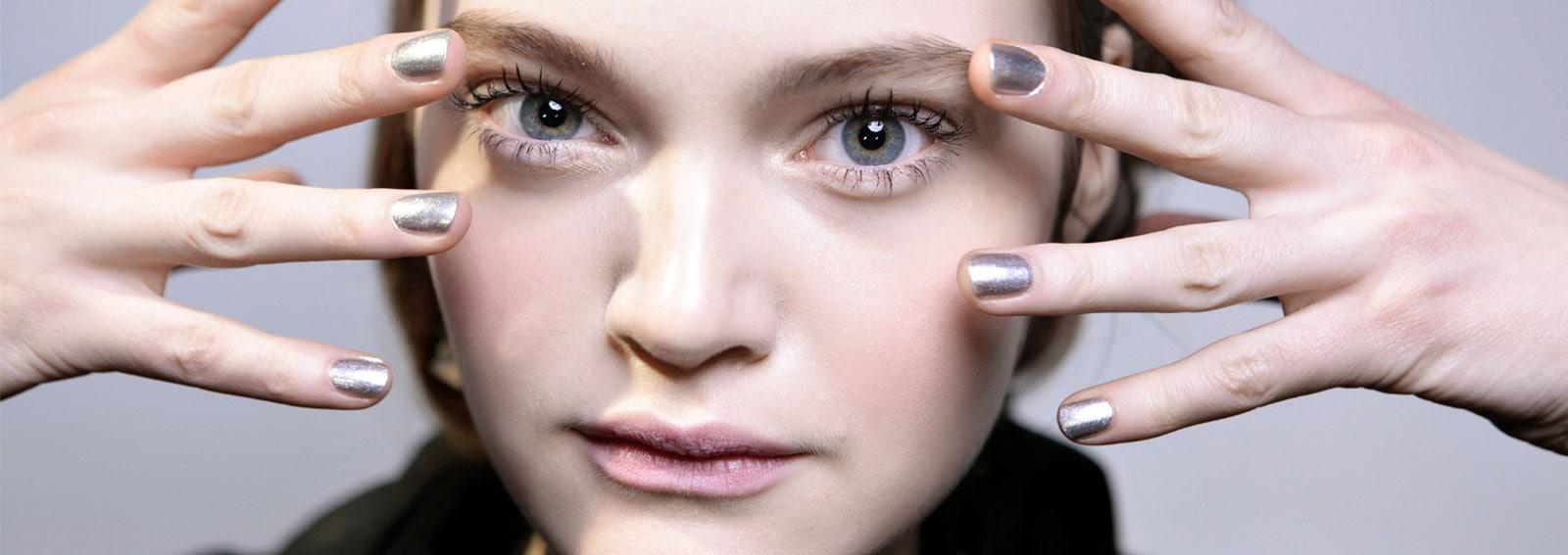 nail-art-argento-unghie-silver-manicure-cover-desktop