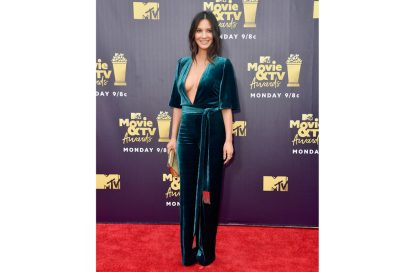 olivia-munn-galvan-london-velvet-dress