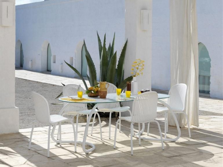 Tavolo Piccolo Da Giardino.Tavoli Da Giardino 8 Modelli Per Tutti I Budget Da Comprare Subito