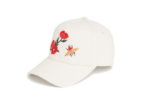 Per rendere glamour il berretto da baseball si può optare anche per la sua  versione embroidered  i ricami floreali trasformeranno il cappellino casual  per ... 57855ab76f2e