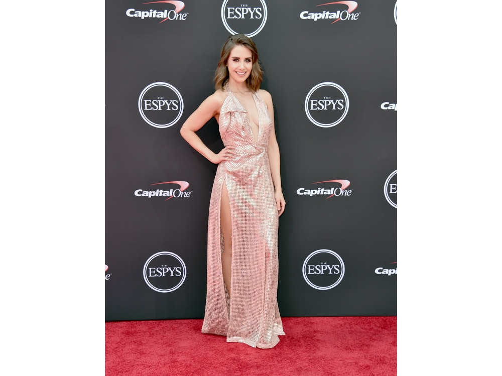 Alison-Brie-in-Vivienne-Westwood-Couture-getty