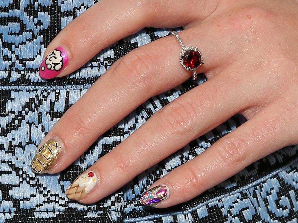 scritte sulle unghie