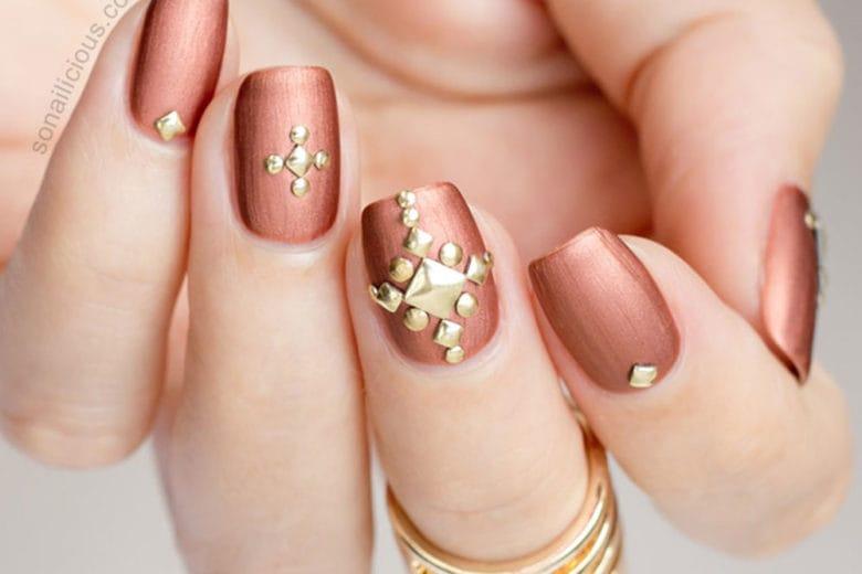 Unghie bronzo: le nail art bronze più belle del momento