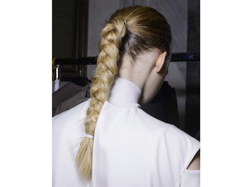 capelli-in-estate-le-acconciature-facili-da-provare-in-spiaggia-Gabriele-Colangelo_bst_W_F18_MI_006_2905236