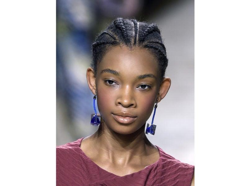 capelli-in-estate-le-acconciature-facili-da-provare-in-spiaggia-Issey-Miyake_clp_W_S18_PA_084_2799787