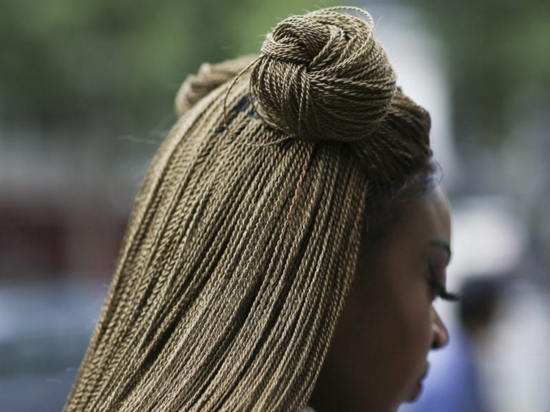 capelli-in-estate-le-acconciature-facili-da-provare-in-spiaggia-Molly-Goddard-_ppl_W_S18_LO_002_2737706