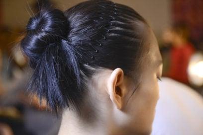 capelli-in-estate-le-acconciature-facili-da-provare-in-spiaggia-Prabal-Gurung_bst_W_F18_NY_004_2912586