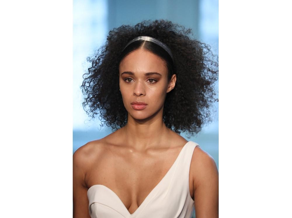 Acconciature capelli semiraccolti sposa le idee più glam per il 2019 (1)