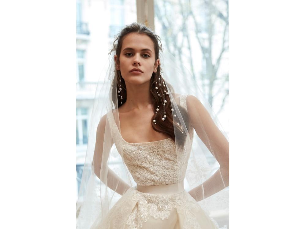 Acconciature capelli semiraccolti sposa le idee più glam per il 2019 (10)