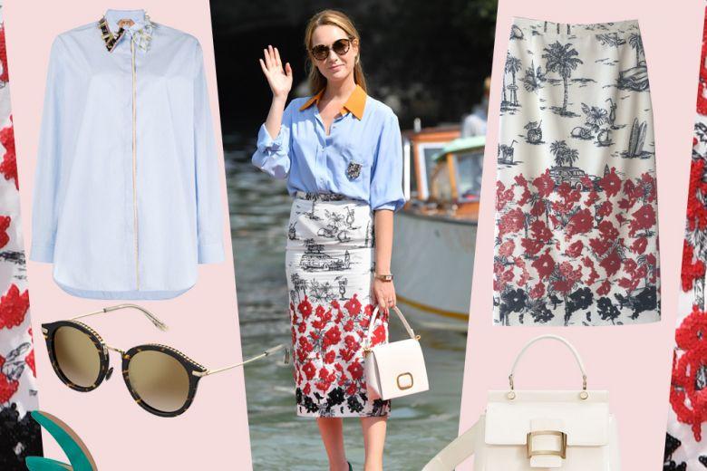 Camicia azzurra e pencil skirt ricamata: il look chic di Cristiana Capotondi a Venezia