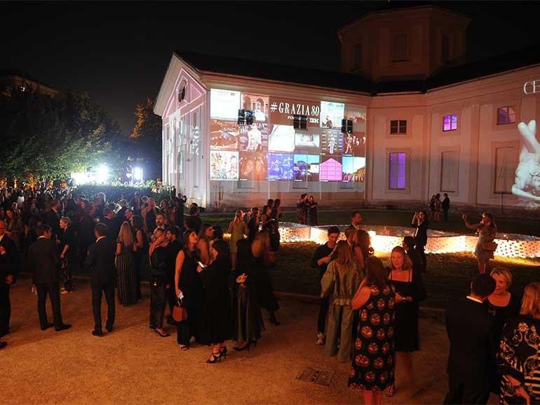 Festa-80-anni-Grazia-Rotonda-della-Besana-Milano-compleanno-fashion-magazine-IBM-parete-luminosa