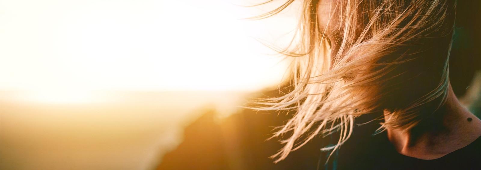 Sunkissed-hair-tinta-capelli-sfumata-per-una-chioma-baciata-dal-sole-tutto-l'anno-COVER-DESKTOP