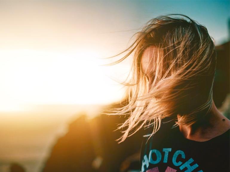 Sunkissed-hair-tinta-capelli-sfumata-per-una-chioma-baciata-dal-sole-tutto-l'anno-COVER-MOBILE