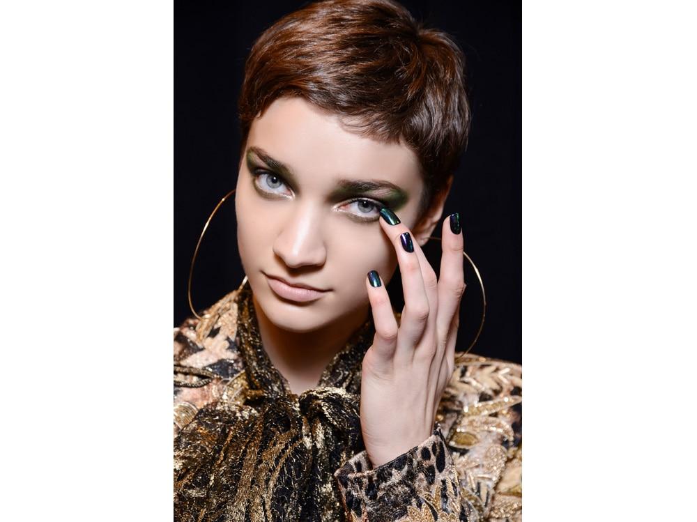 dark nails unghie scure tendenza nail art autunno inverno 2018 2019 (2)