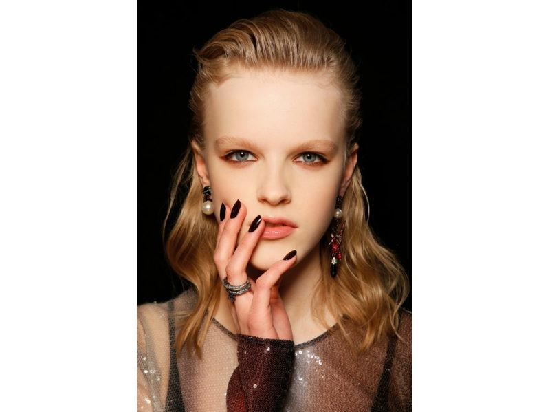 dark nails unghie scure tendenza nail art autunno inverno 2018 2019 (4)