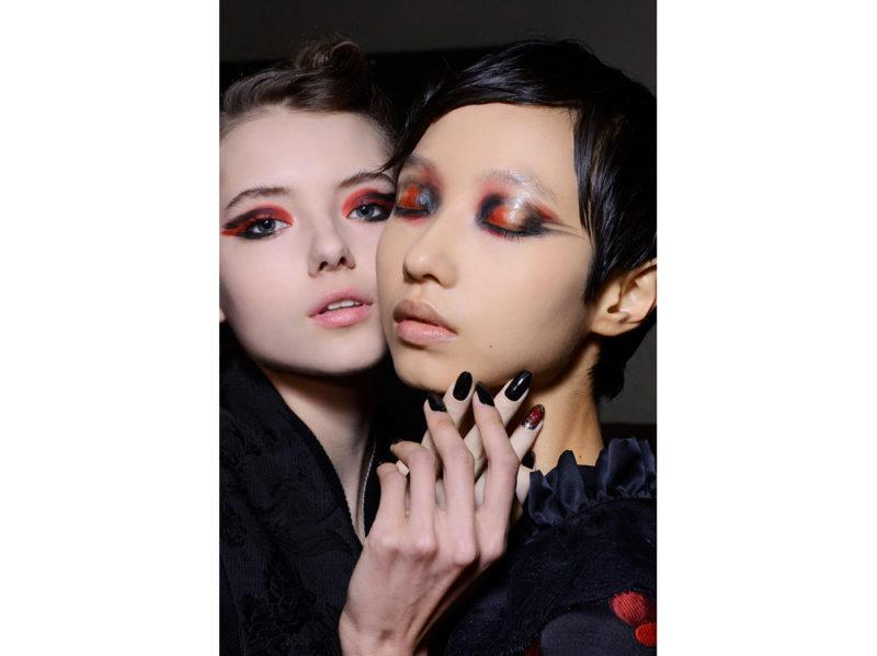 dark nails unghie scure tendenza nail art autunno inverno 2018 2019 (6)