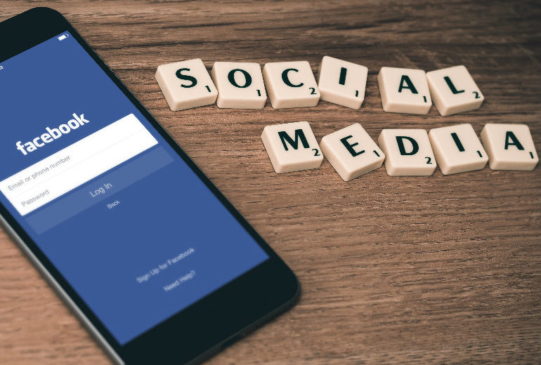 Cancellarsi da Facebook rende più felici (ma anche meno informati)