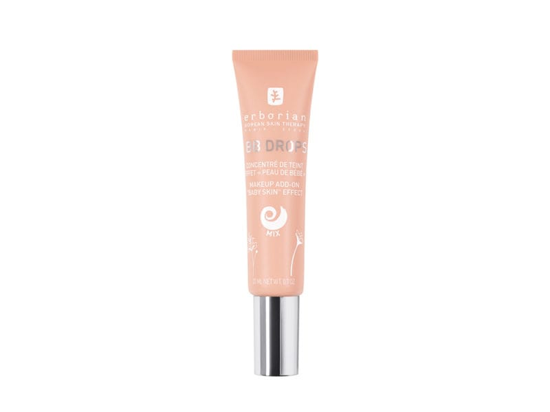 lentiggini-come-esaltare-con-la-base-make-up-giusta-Erborian—BB-DROPS