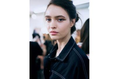 marco-de-vincenzo-primavera-estate-2019-beauty-look-make-up-mac-capelli-tigi-07