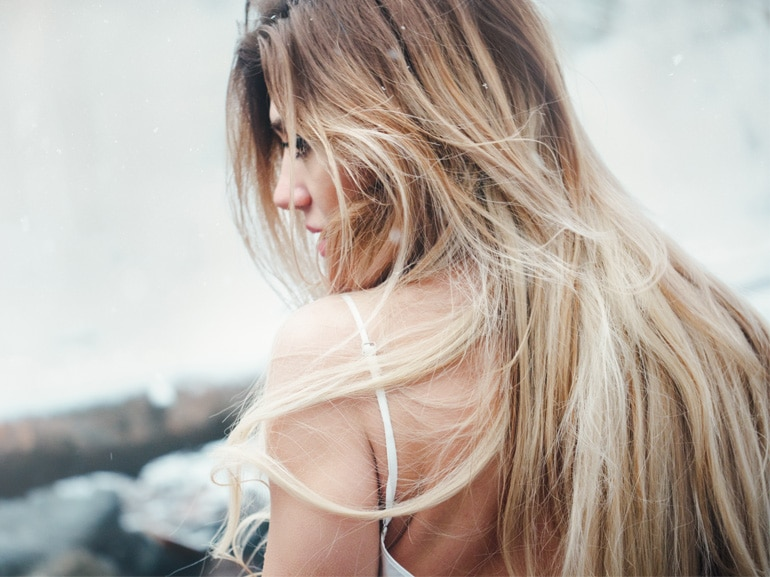 toasted-coconut-hair-capelli-biondi-sfumati-tendenza-tinta-autunno-inverno-2018-2019-cover-mobile