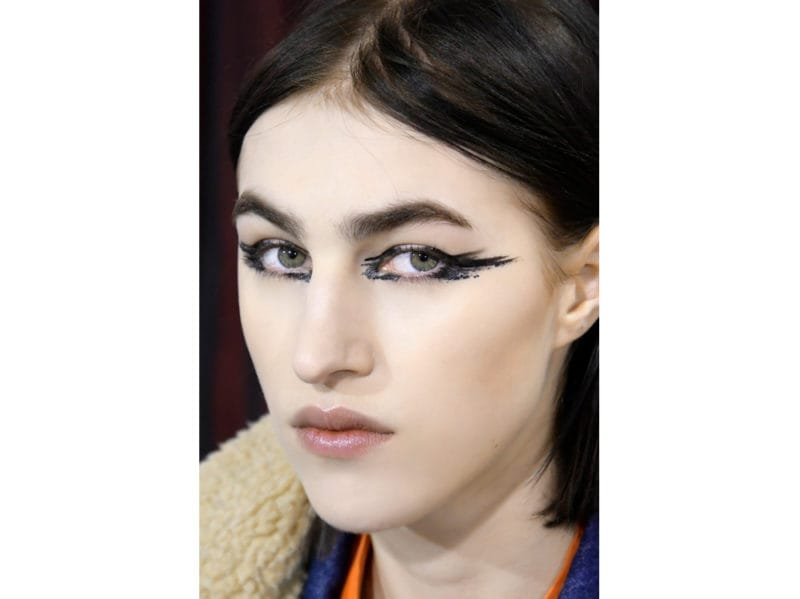 trucco occhi smokey eyes nero tendenza make up autunno inverno 2018 2019 (11)