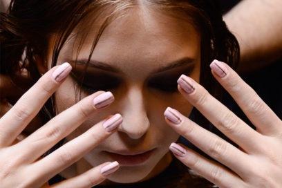 Unghie rosa cipria: le ispirazioni più belle per la nail art d'Autunno