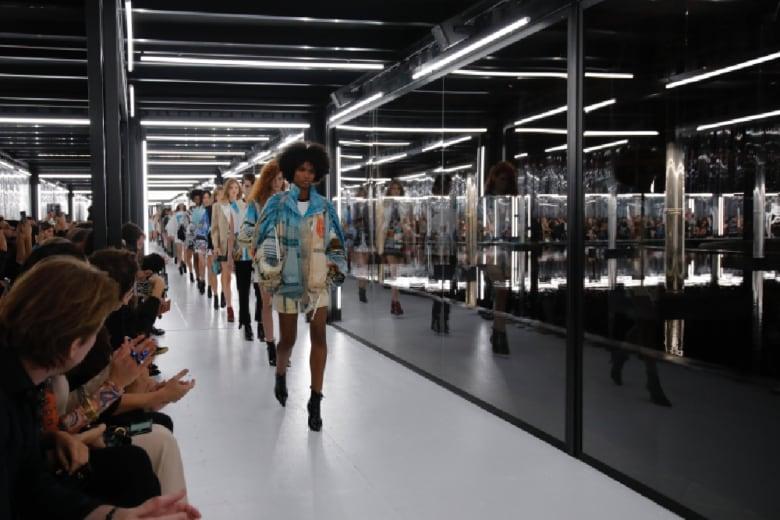 """Louis Vuitton: """"viaggio"""" tra il Medioevo e lo spazio"""