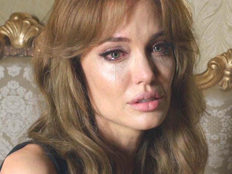 Angelina Jolie pianto