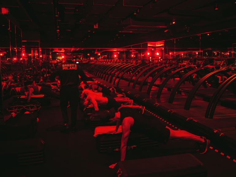 Barry s Bootcamp Milano via Senato 36 Giulia Valentina Influencer allenamento high intensity celeb workout (3)
