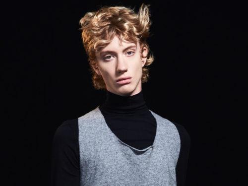 WELLA James collezione AI19 8 tagli capelli uomo acconciature maschili  saloni autunno inverno 2018 2019 WELLA James collezione AI19 8 ... 9b8f831de61a