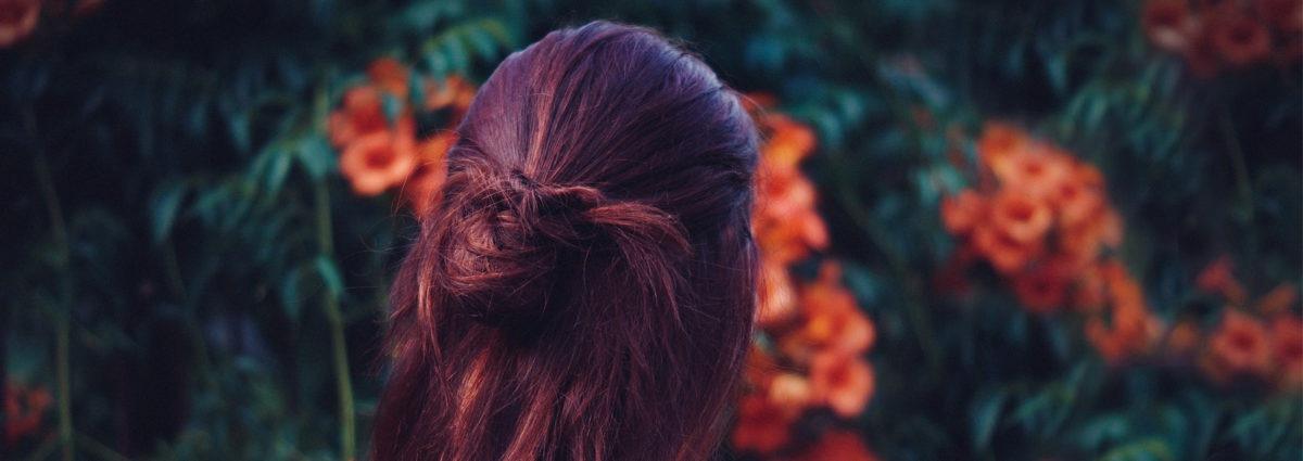 Dark cherry hair: la tinta capelli rosso ciliegia da provare