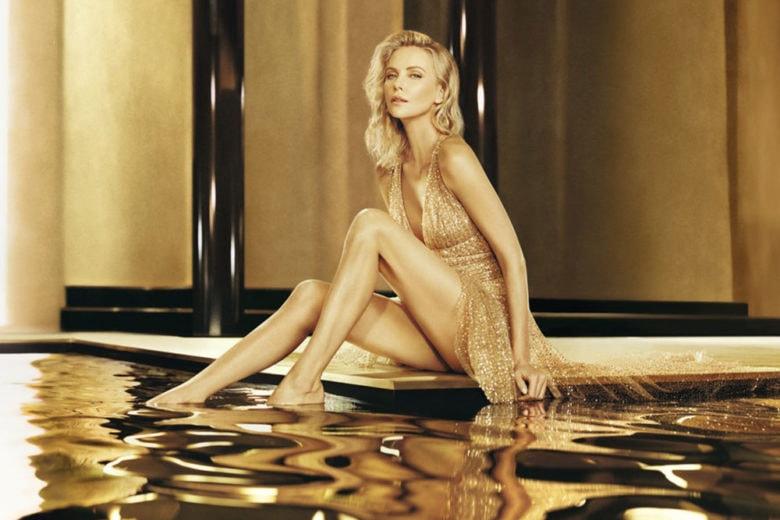 Scoprite tutta la sensualità del nettare dorato J'Adore Absolu di Dior Parfums nel nuovo video con Charlize Theron