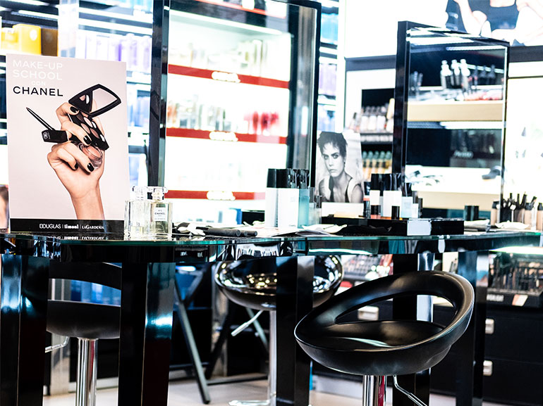 douglas-make-up-school-chanel---mobile
