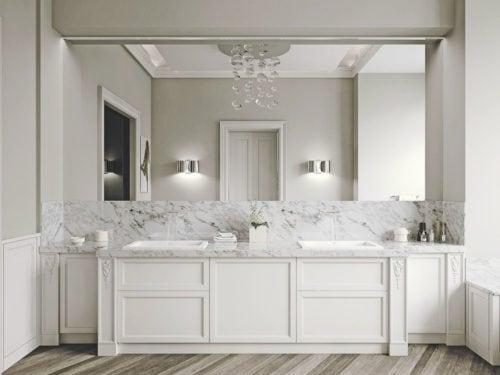 Specchio Bagno Con Faretti.Come Scegliere La Giusta Illuminazione Per Il Bagno 5 Regole Da Seguire
