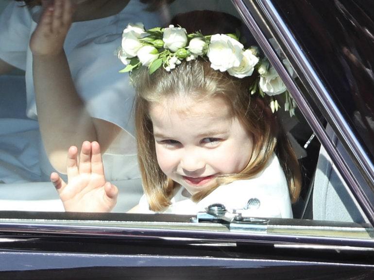 principessa charlotte saluta