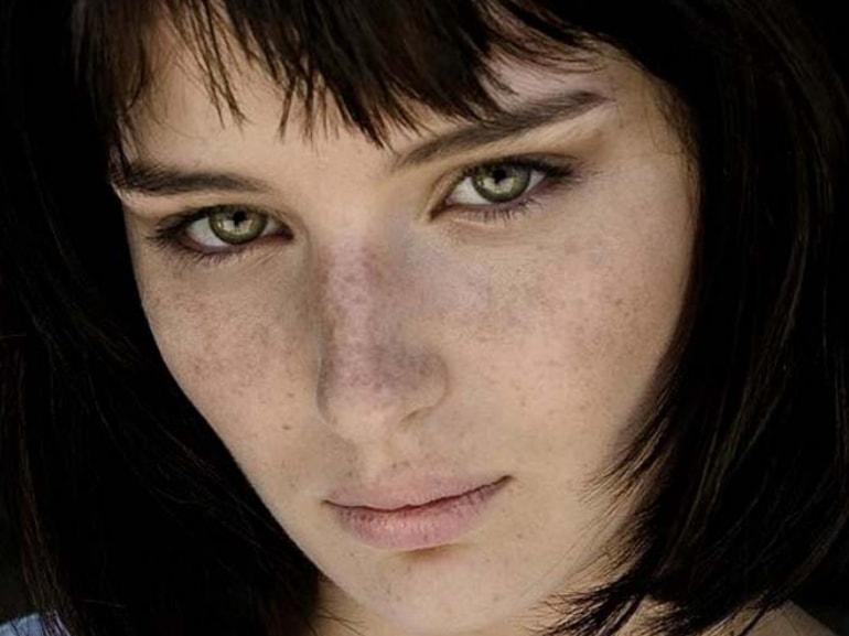Alice Pagani attrice modella protagonista Baby Netflix passioni infanzia amore famiglia curiosita sulla sua vita MOBILE