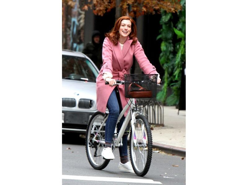 Anne-Hathaway-in-Max-Mara-pink-coat-press-office