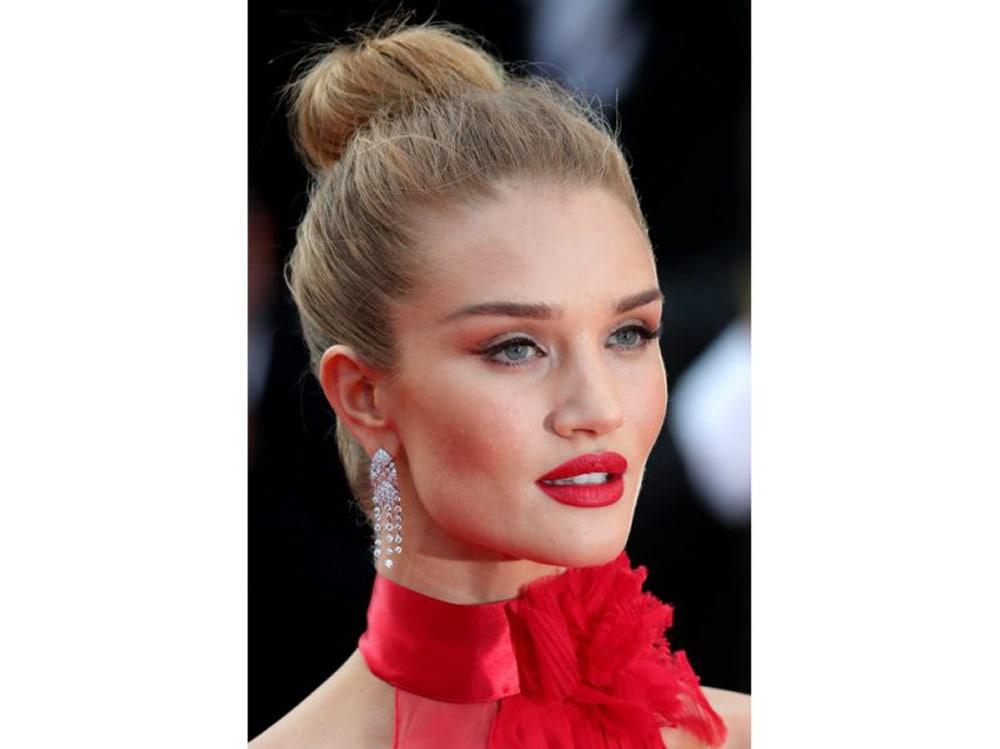 Rosie-Huntington-Whiteley-vbeauty-look-make-up-capelli-5-800×599