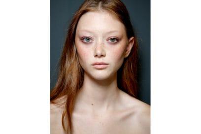 capelli-rosso-nuance-autunnale-consigli-su-come-sceglierlo-Alberta-Ferretti_bbt_W_S19_MI_005_3056096