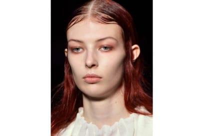 capelli-rosso-nuance-autunnale-consigli-su-come-sceglierlo-Ann-Demeulemeester_bty_W_S19_PA_003_3056663