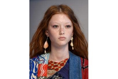 capelli-rosso-nuance-autunnale-consigli-su-come-sceglierlo-Etro_bty_W_S19_MI_002_3056590
