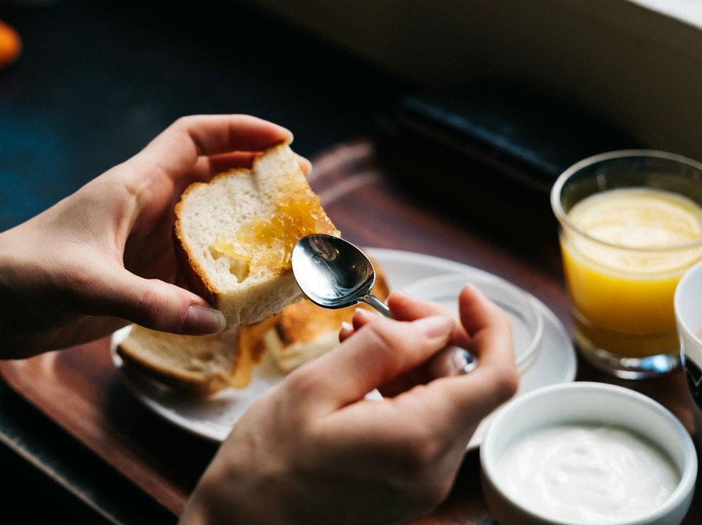 colazione cucchiaino confettura