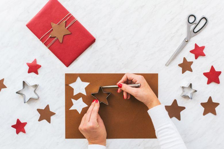 Decorazioni natalizie fai da te: 10 idee con la carta da copiare subito