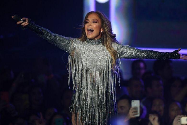 Jennifer Lopez guadagna 88mila euro al minuto per cantare in un centro commerciale