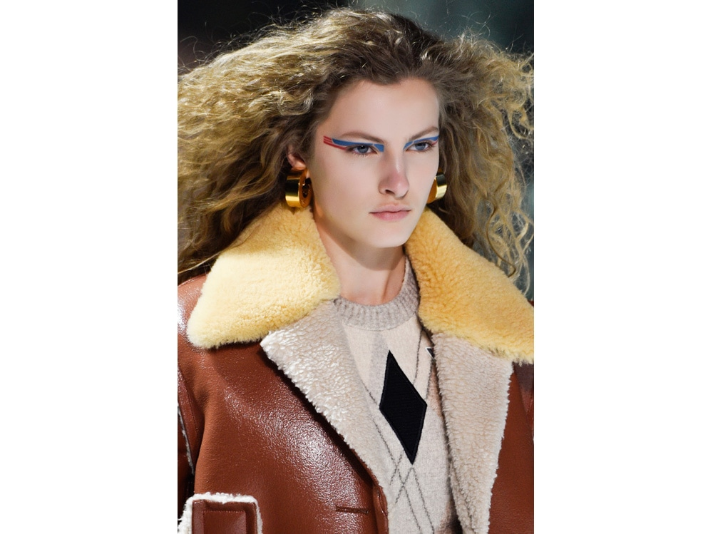 make up e outifit in contrasto trend mac cosmetics gordon espinet (1)
