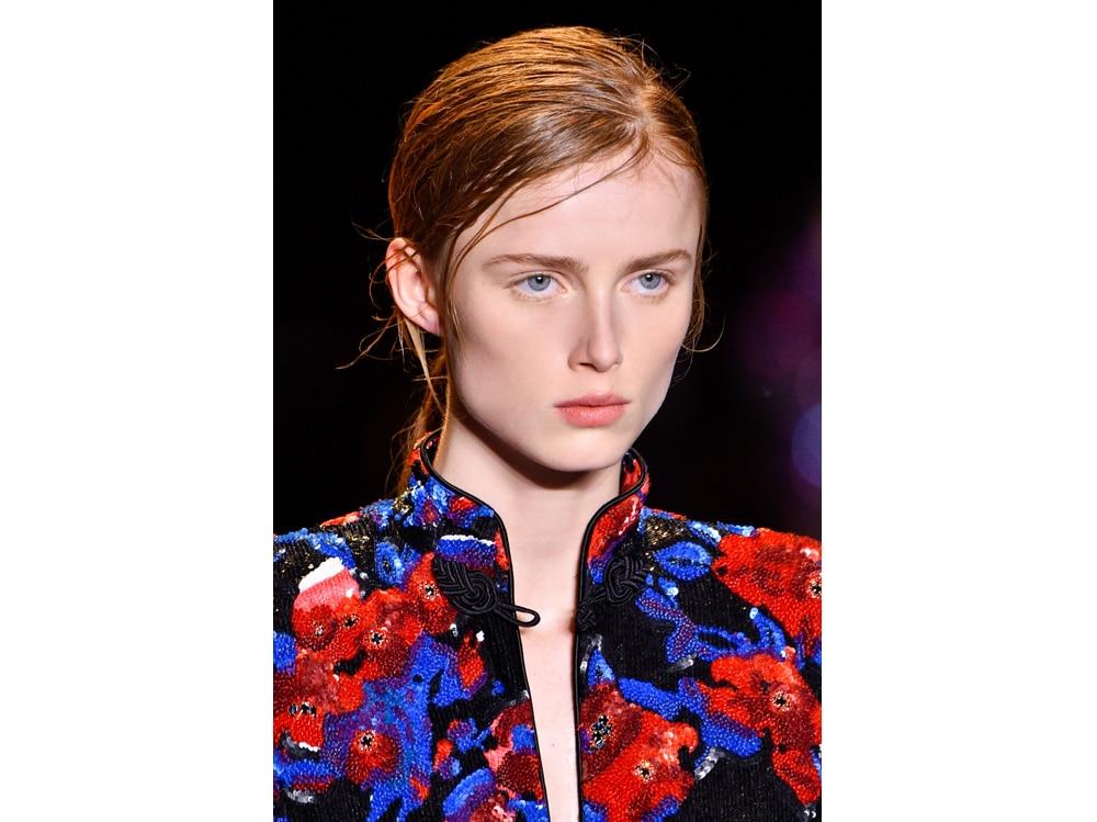 make up e outifit in contrasto trend mac cosmetics gordon espinet (4)