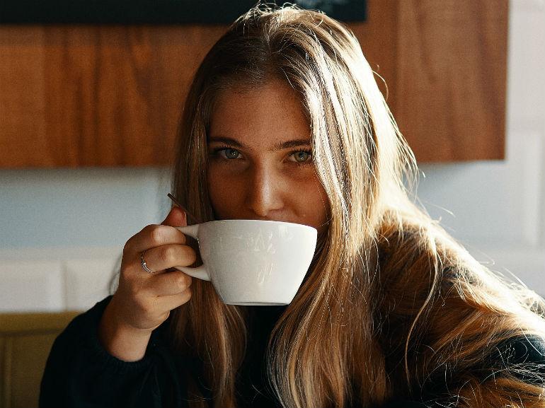 ragazza tazza (mobile)